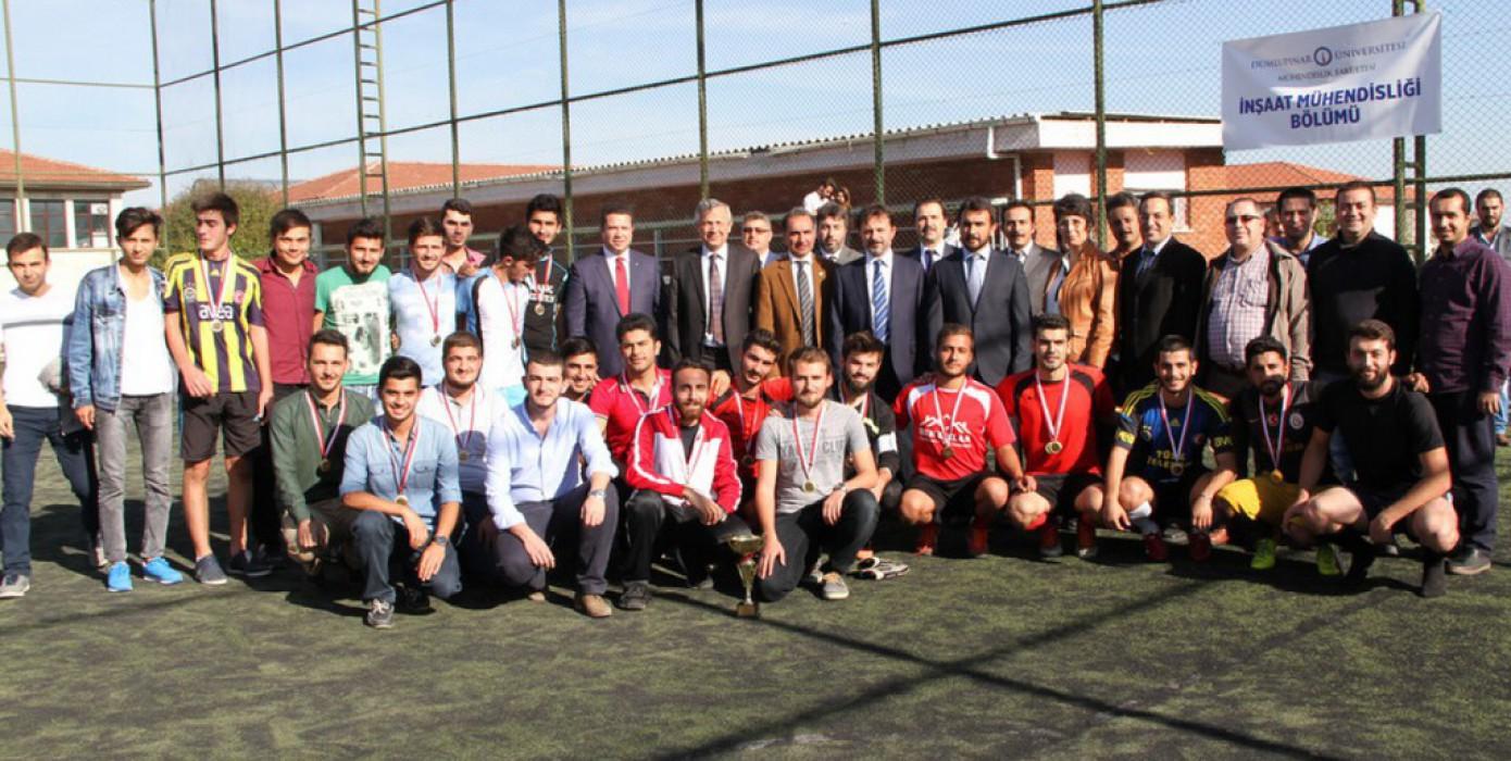 İnşaat Mühendisliği Bölümü 3. Geleneksel Halı Saha Futbol Turnuvası Gerçekleştirildi