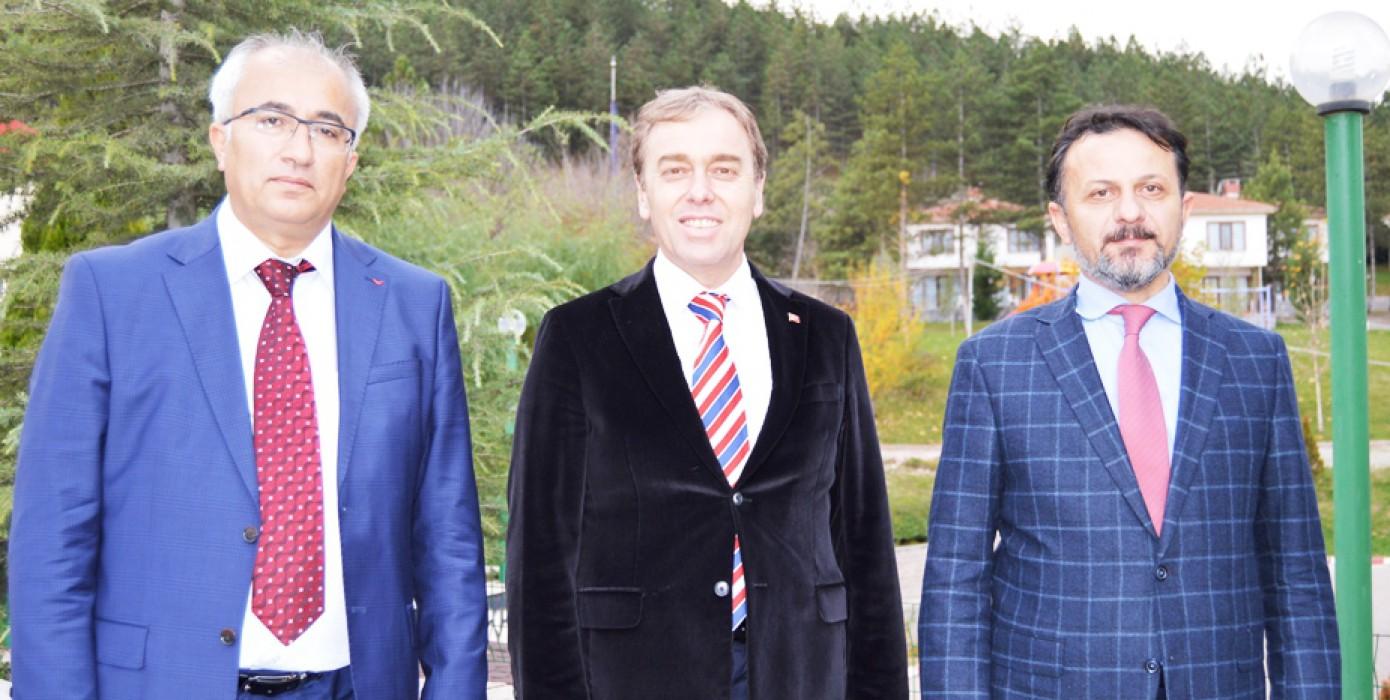Dumlupınar Üniversitesi Tavşanlı Turizm İşletmeciliği ve Otelcilik Yüksekokulu ile Tavşanlı Belediyesi Arasında İşbirliği Protokolü İmzalandı