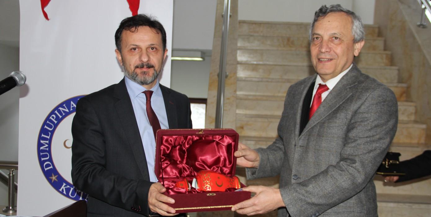 Mühendislik Fakültemizde, Rektör Yardımcımız Prof. Dr. Mehmet Tevfik Bayer'e Emeklilik Töreni Düzenlendi