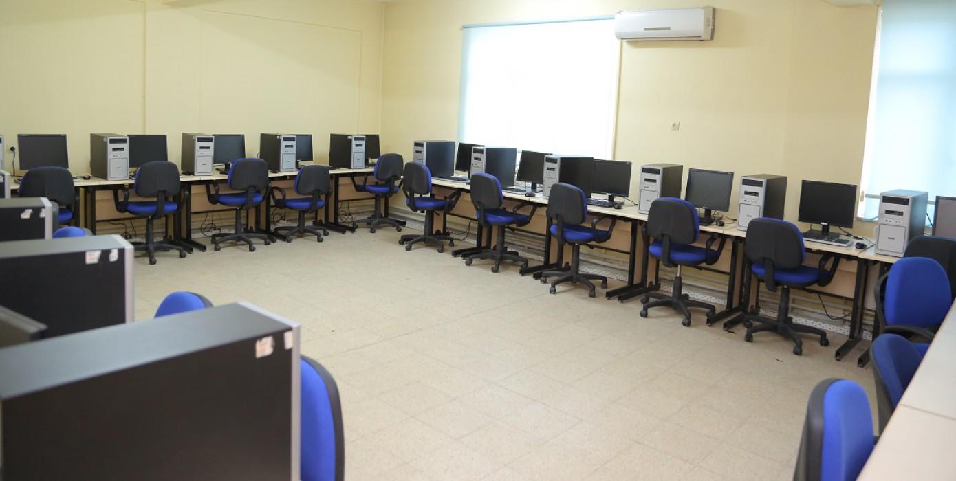 """Meslek Yüksekokulumuzdan Görüntüler """"Öğrencilere Ücretsiz Hizmet Veren İnternet Evi"""""""