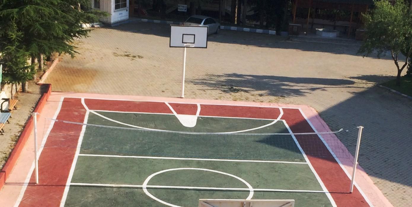 """Meslek Yüksekokulumuzdan Görüntüler """"Voleybol &amp Basketbol Sahası"""""""