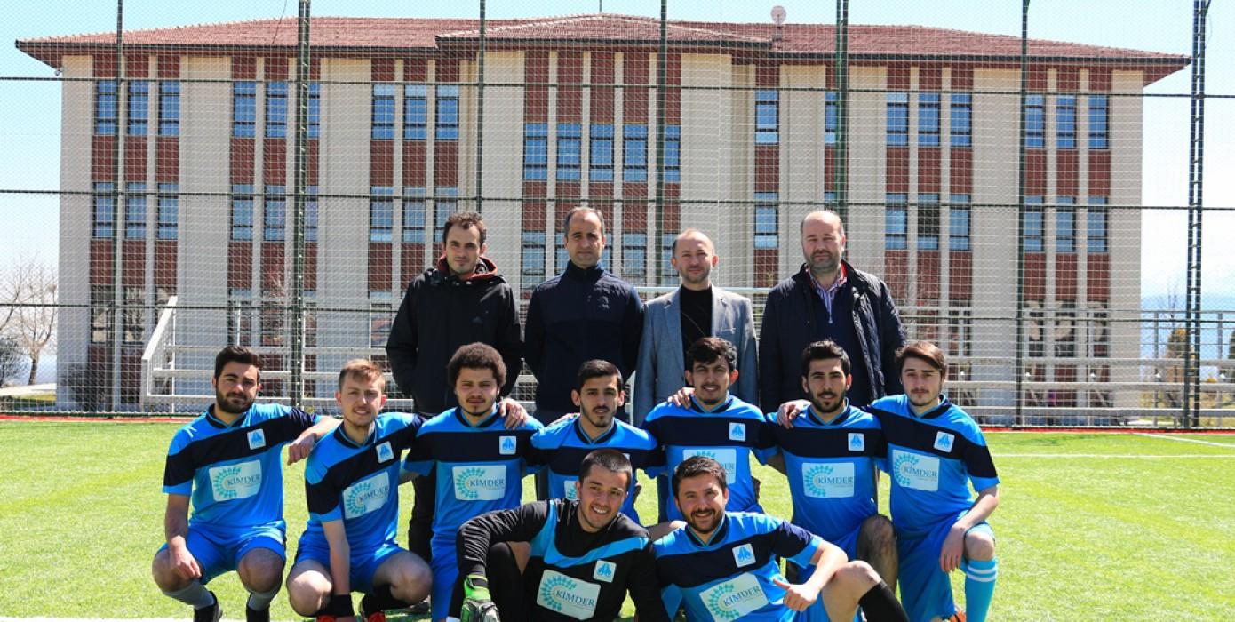 DPÜ İlahiyat Fakültesi Futbol Takımı Sahada...