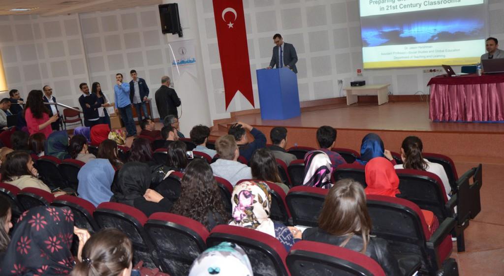 21. Yüzyıl Sınıfları İçin Küresel Eğitimcilerin Hazırlanması