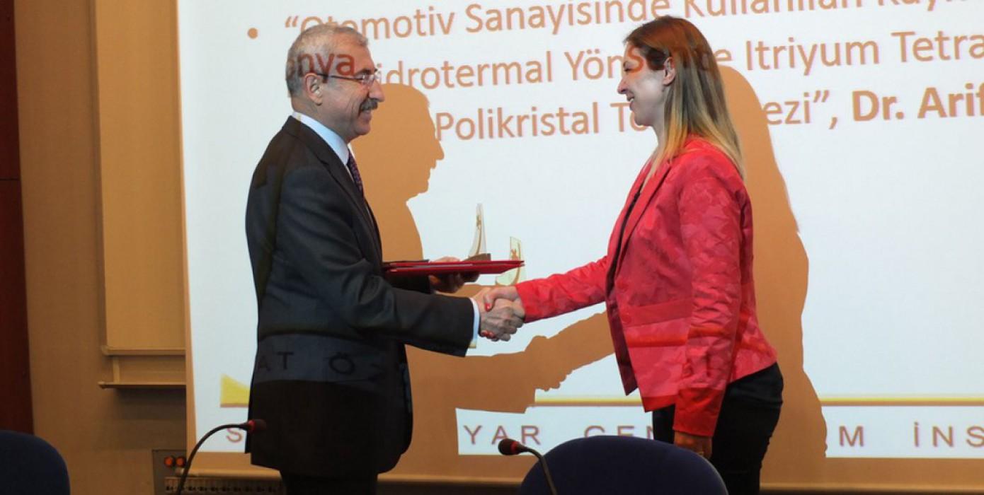 Arş. Gör. Dr. Arife Yurdakul 2016 Serhat Özyar Yılın Genç Bilim İnsanı Ödülü'nü Kazandı.