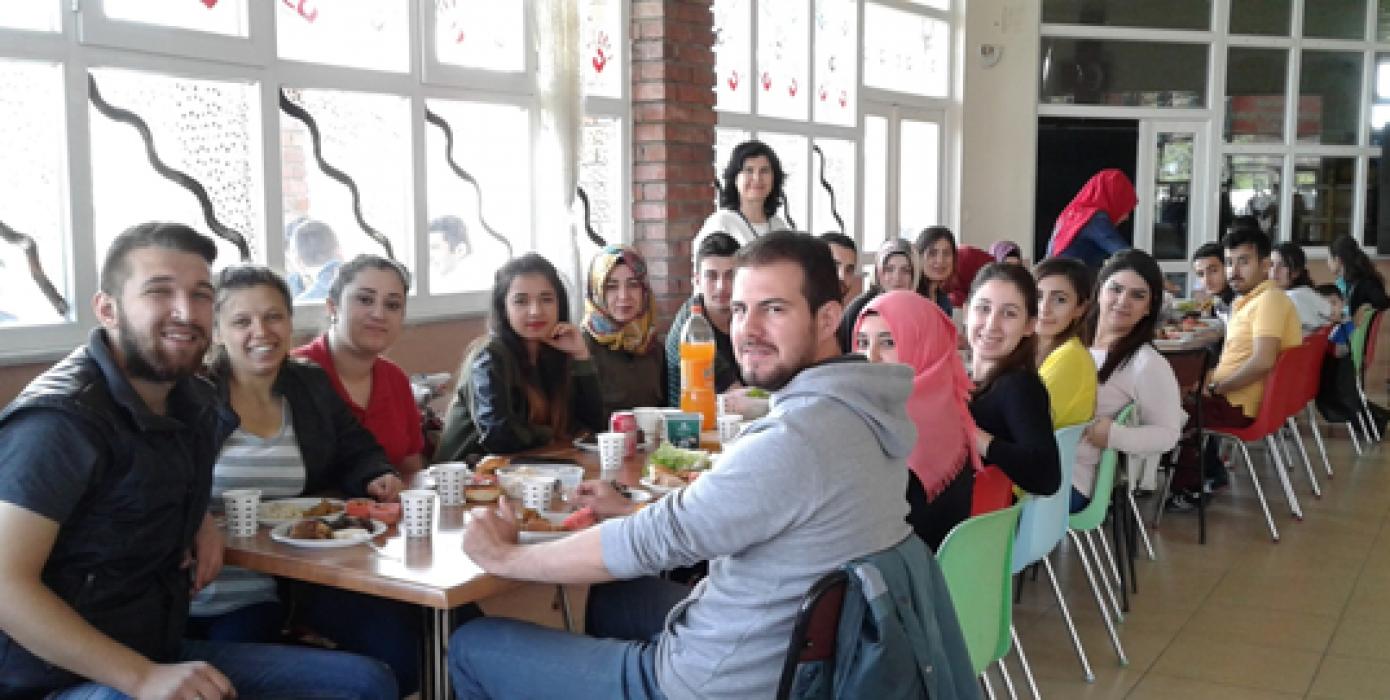 Muhasebe 2.sınıf Öğrencileri Mezuniyet Kutlama Yemeği