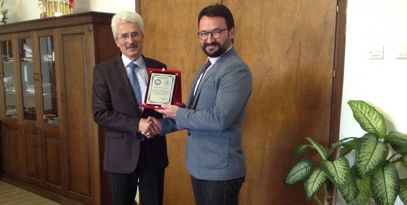 Dekan Yardımcısı Doç. Dr. Oktay Şahbaz'a Teşekkür Plaketi Verildi