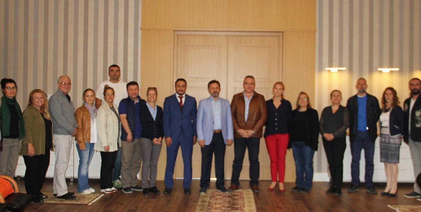 Kütahya Güzel Sanatlar Meslek Yüksekokulu Akademik Personeli Rektörümüz Prof. Dr. Remzi Gören'e Bayramlaşma Ziyaretinde Bulundu.