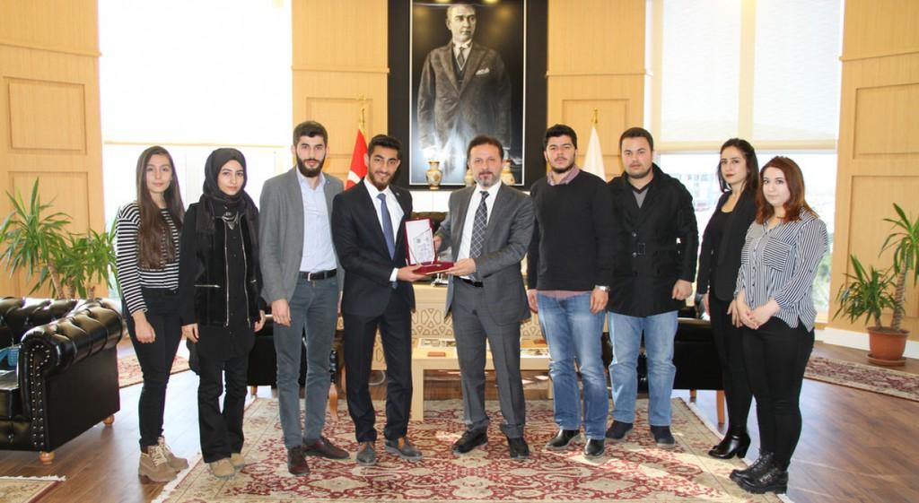 Genç Mühendis Adayları Rektörümüz Prof. Dr. Remzi Gören'i Makamında Ziyaret Etti