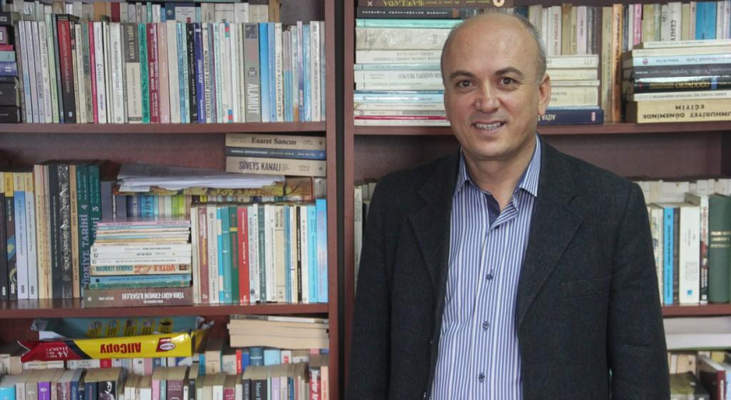 Yrd. Doç. Dr. Arif Kolay Osmanlı Devleti'nin Anadolu'da İlk İşletmeye Açtığı Demiryolunun İzmir-Turgutlu Hattı Olduğunu İddia Etti
