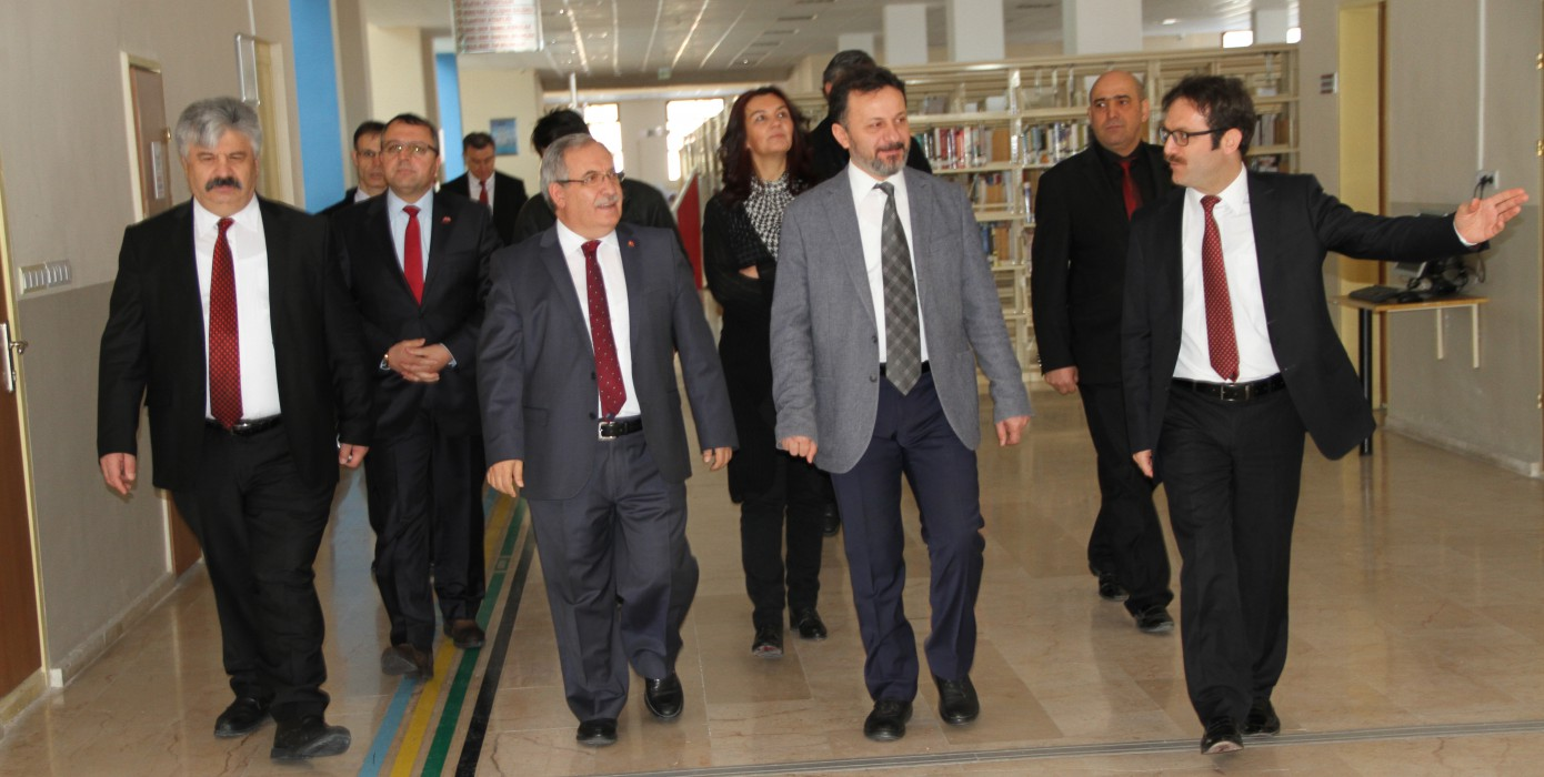 Kütahya Valimiz Sayın Ahmet Hamdi Nayir Kütüphanemizi Ziyaret Ettiler.