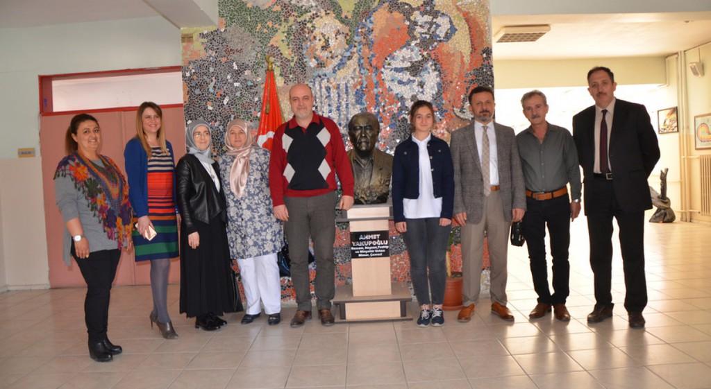 Rektörümüz Prof. Dr. Remzi Gören Uluslararası Havacılık Federasyonu (FAI) Genç Ressamlar Resim Yarışması 3.'sü Ece Güler'e Tebrik Ziyareti Gerçekleştirdi