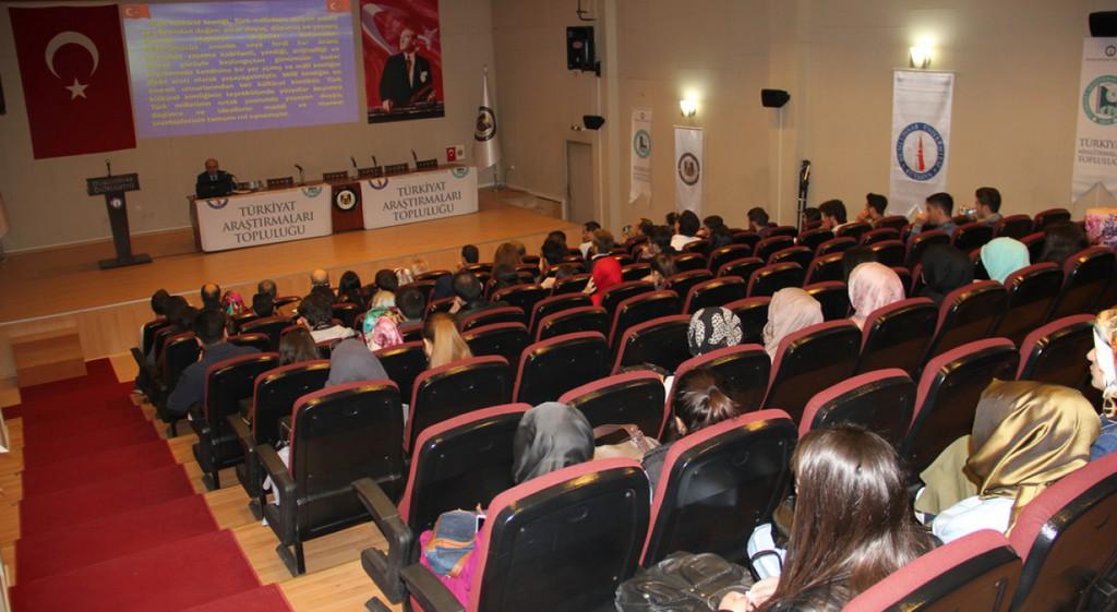 Türk Kültürel Kimliği ve Gençlik Konferansı Düzenledi