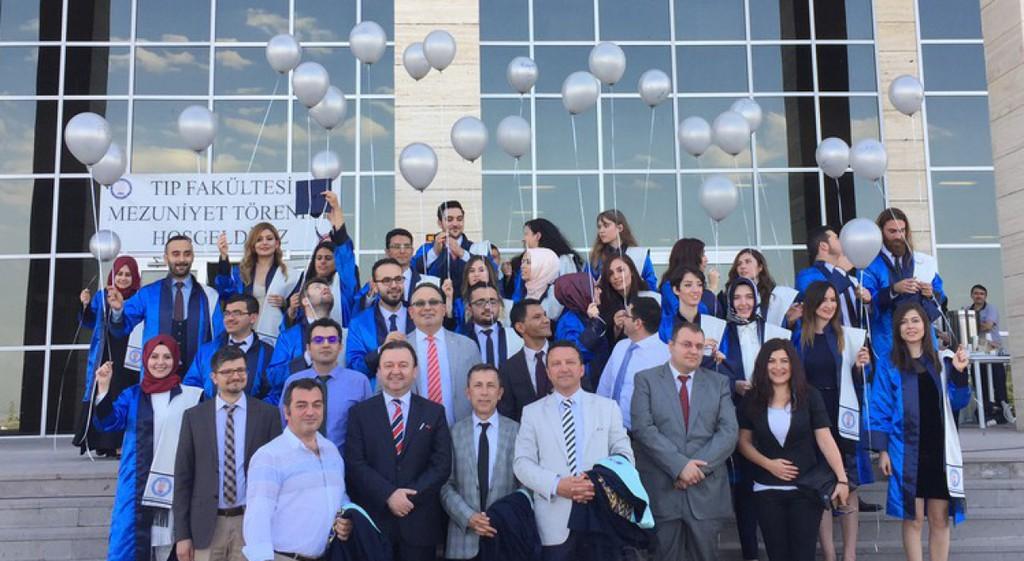 Tıp Fakültemiz 2016-2017 Eğitim Öğretim Yılı Mezuniyet Töreni Coşkuyla Kutlandı