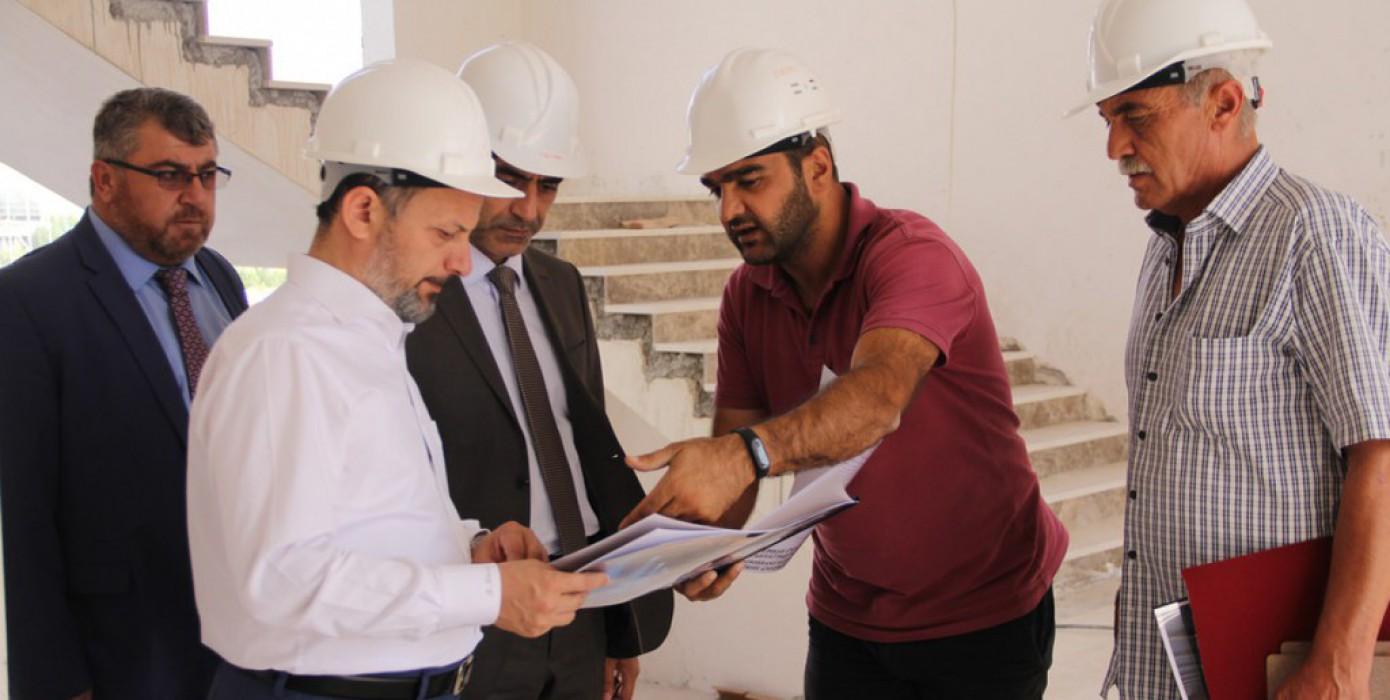 Rektörümüz ve Dekanımız Yeni İslami İlimler Fakültesi Bina İnşaatında İncelemelerde Bulundu