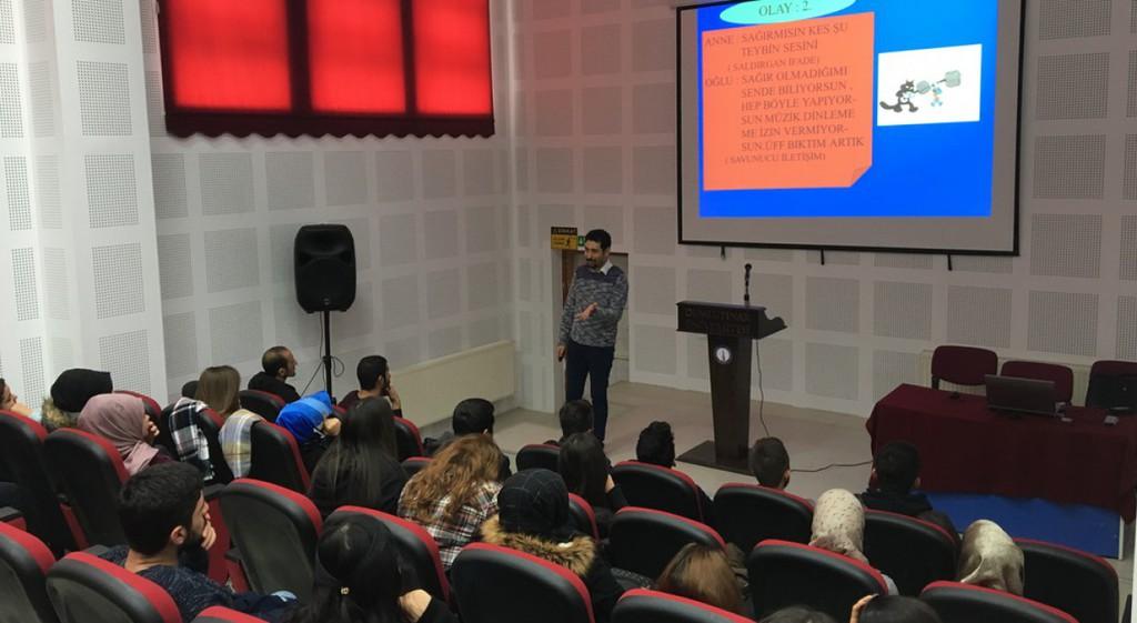 Emet Meslek Yüksekokulumuzda Öğrencilerimize Yönelik Kişisel Gelişim Eğitim Programları Düzenlendi.