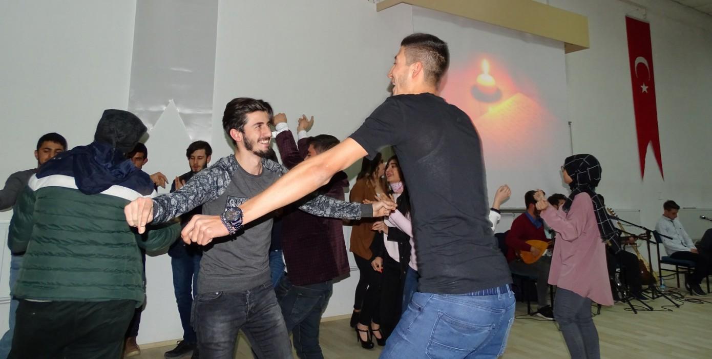 Meslek Yüksekokulumuzda Türkü Gecesi ve Şiir Dinletisi