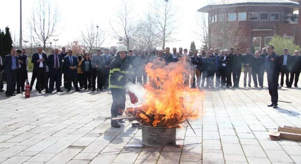 Üniversitemiz de 'Yangın, Bina Tahliyesi, Arama Kurtarma ve İlk Yardım' Konulu Acil Durum Tatbikatı Yapıldı
