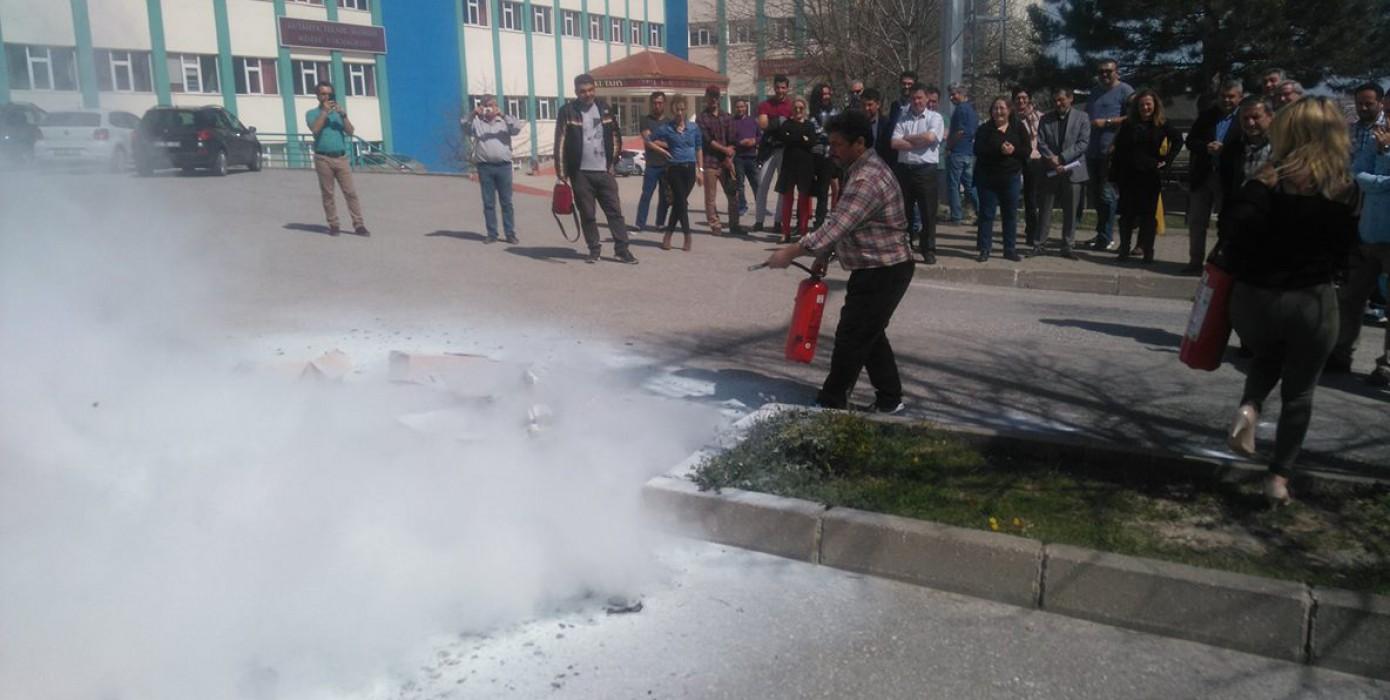 Meslek Yüksekokulumuzda 'Yangın, Bina Tahliyesi, Arama Kurtarma ve İlk Yardım' Konulu Acil Durum Tatbikatı Yapıldı