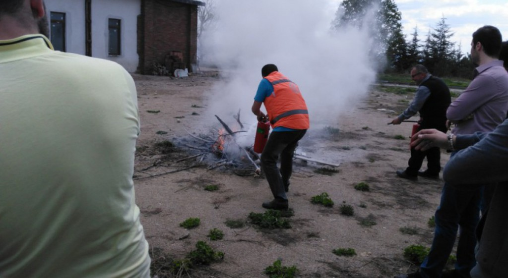 Üniversitemiz Domaniç Hayme Ana Meslek Yüksekokulun'da Gerçek Gibi Yangın Tatbikatı