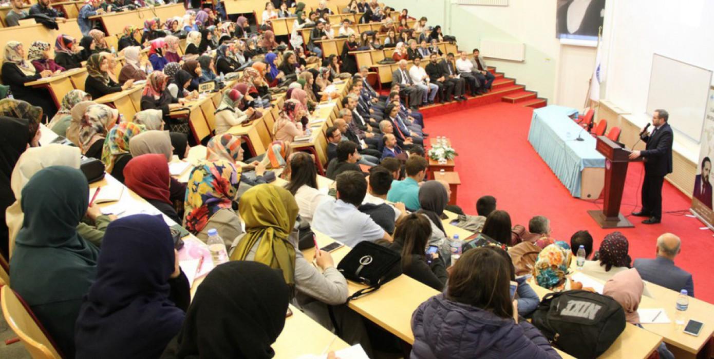 Diyanet İşleri Başkan Yardımcısı Dr. Selim Argun Fakültemizi Ziyaret Ederek Konferans Verdi