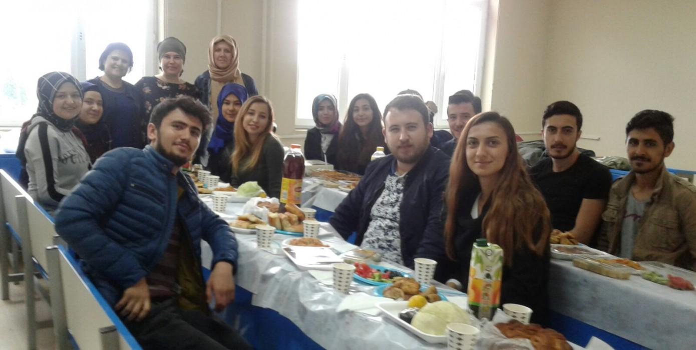 Muhasebe ve Vergi Uygulamaları Programı Mezuniyet Kutlama Yemeği