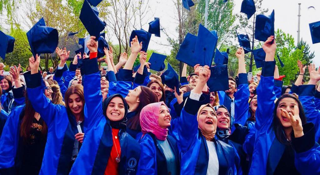Altıntaş  Meslek Yüksekokulunda Mezuniyet Sevinci