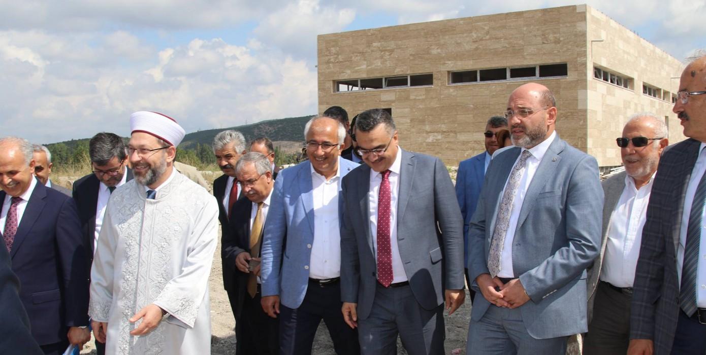 Diyanet İşleri Başkanı Prof. Dr. Ali Erbaş'tan Kampüsümüzde Bulunan 15 Temmuz Şehitler Külliyesi Ziyareti