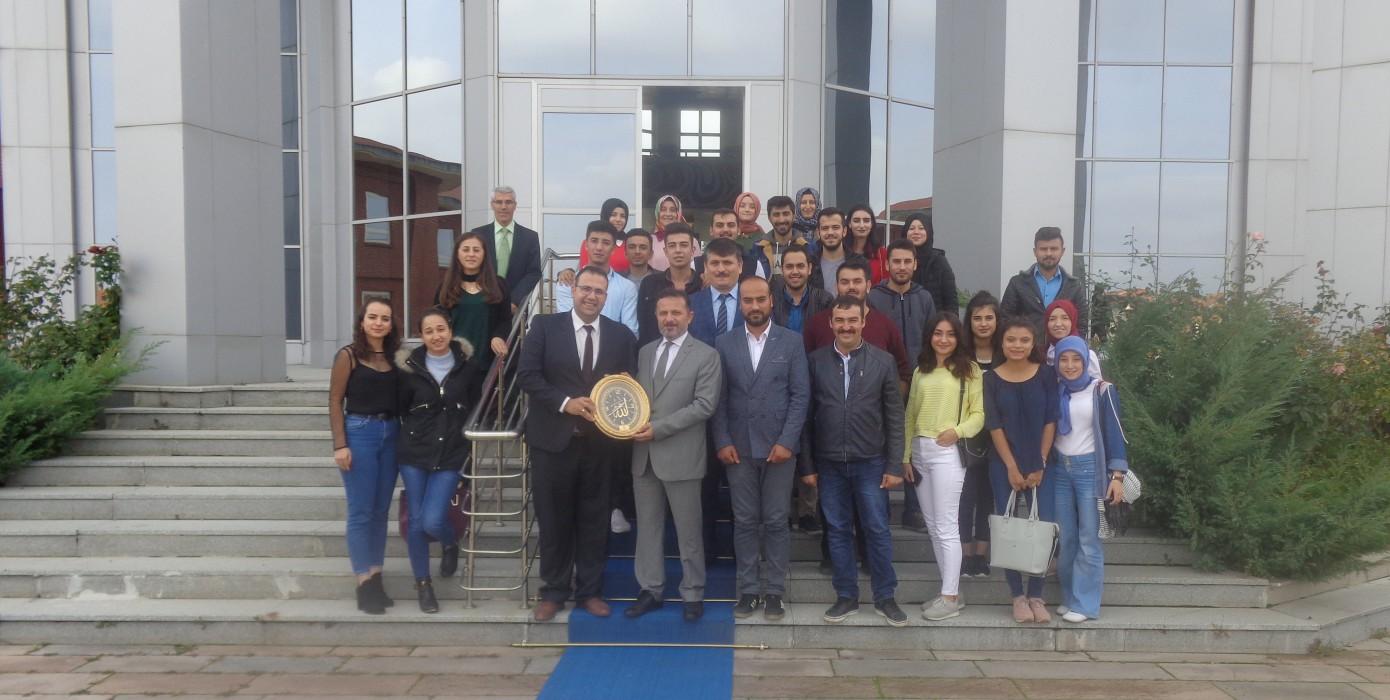 Meslek Yüksekokulumuz Öğrencilerinden Rektörümüz Prof. Dr. Remzi Gören'e Ziyaret