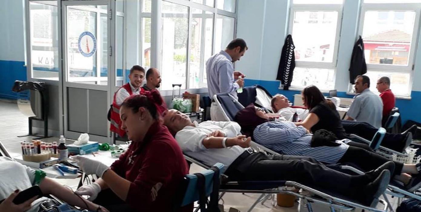 Meslek Yüksekokulumuz Öğrencilerinden Kan Bağışına Destek