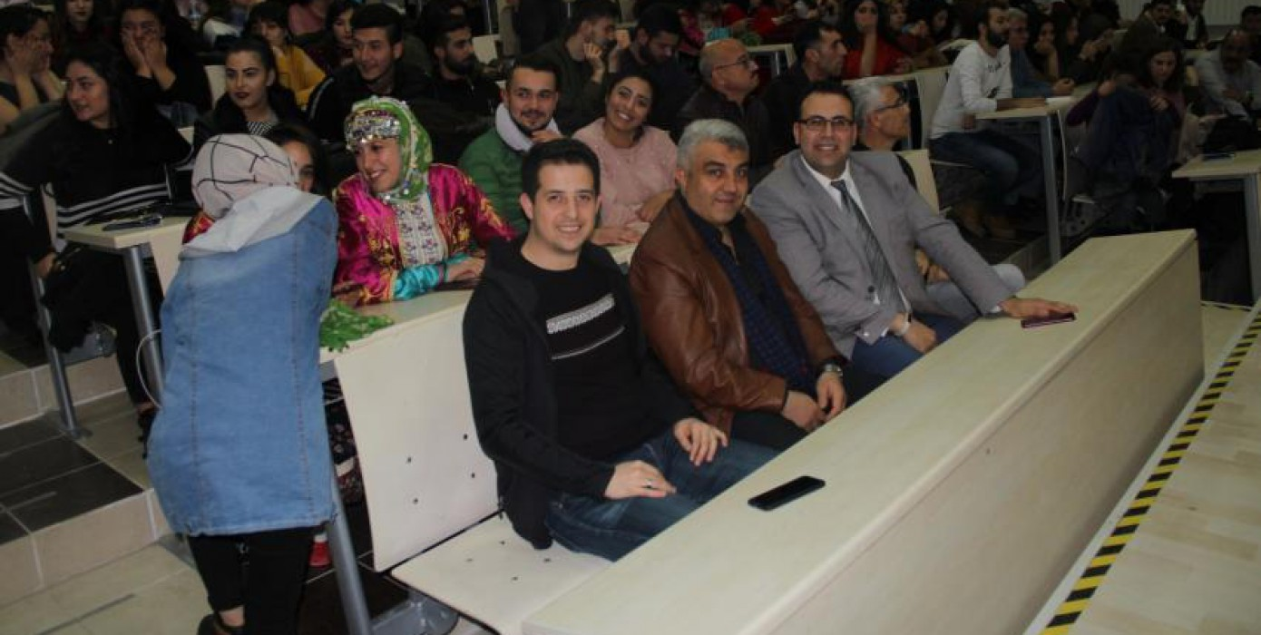Meslek Yüksekokulumuz Öğrencilerinin Türk Halk Oyunları, Müzik ve Tiyatro Gecesi Büyüledi