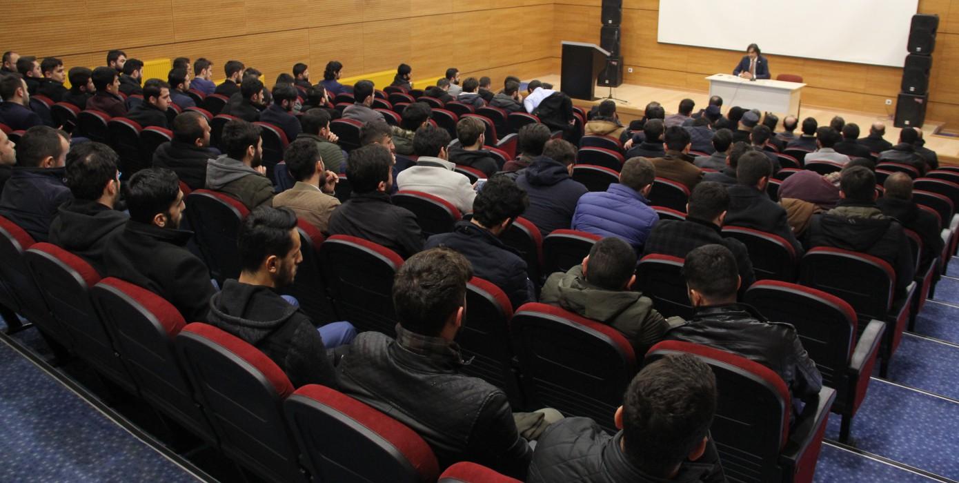 Dekanımız Prof. Dr. Halis Aydemir Diyanet İşleri Başkanlığı Evliya Çelebi Eğitim Merkezi Kursiyerlerine Konferans Verdi