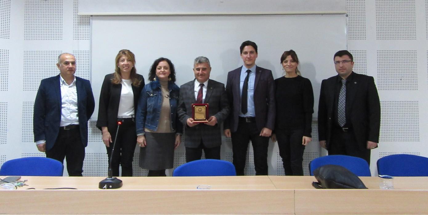 1 Mart Muhasebeciler Gününü Okulumuz Muhasebe Bölümü Öğrencileri Kütahya Serbest Muhasebeci Mali Müşavirler Odası Başkanı Halil Hamzaoğlu ile Kutladı.
