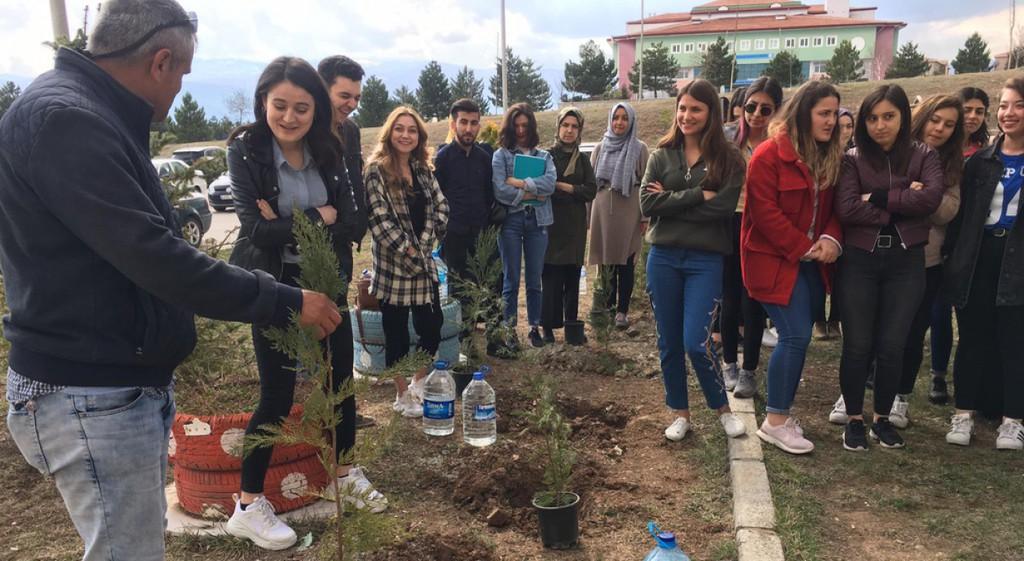 DPÜ Eğitim Fakültesinde Ağaç Dikme Etkinliği