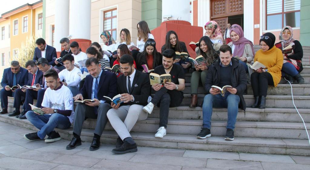 Kütüphaneler Haftası'nda DPÜ'de Okuma Şenliği