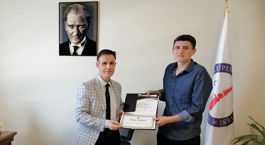 MS Hastası Öğrencimiz Yunus Emre Özgeç'e Başarı Belgesi