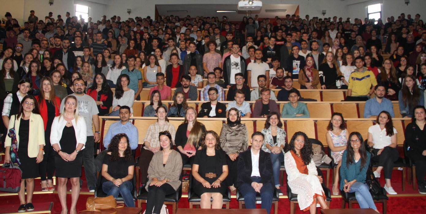 Yabancı Diller Yüksekokulu Öğrencileri İçin Uyum ve Bilgilendirme Toplantısı Düzenlendi
