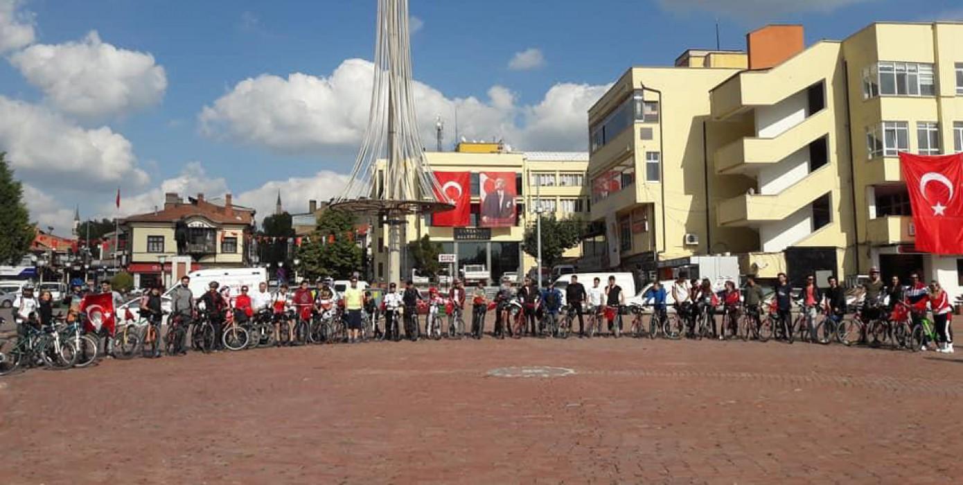 Fakültemiz Önderliğinde Cumhuriyet Bisiklet Turu Düzenlendi