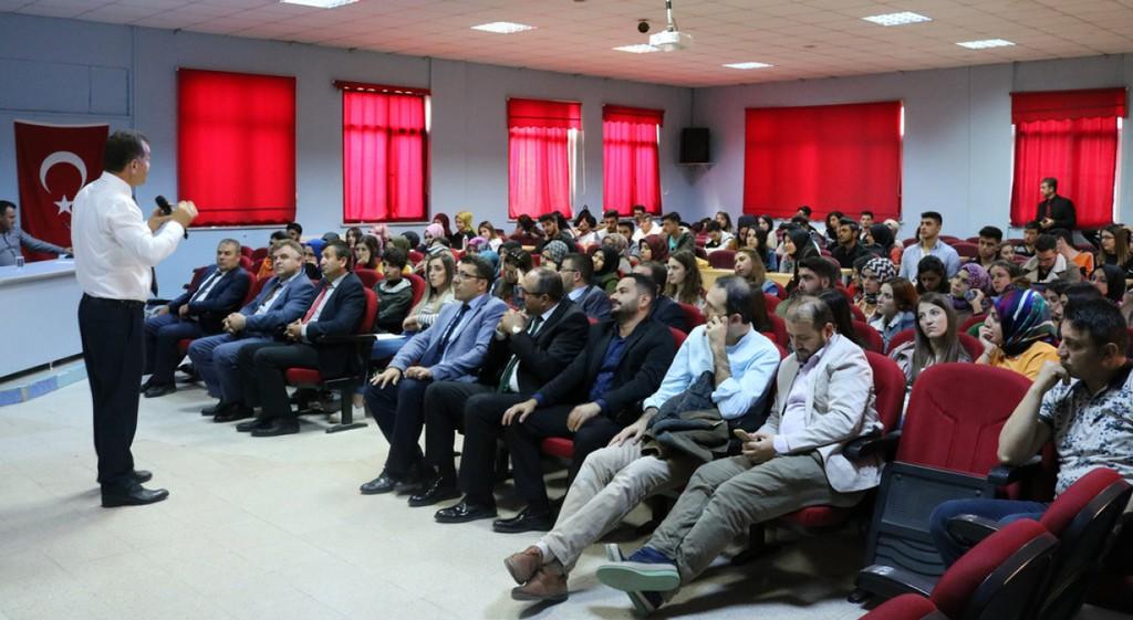 DPÜ Şaphane MYO'da Peygamberimiz ve Aile Konferansı