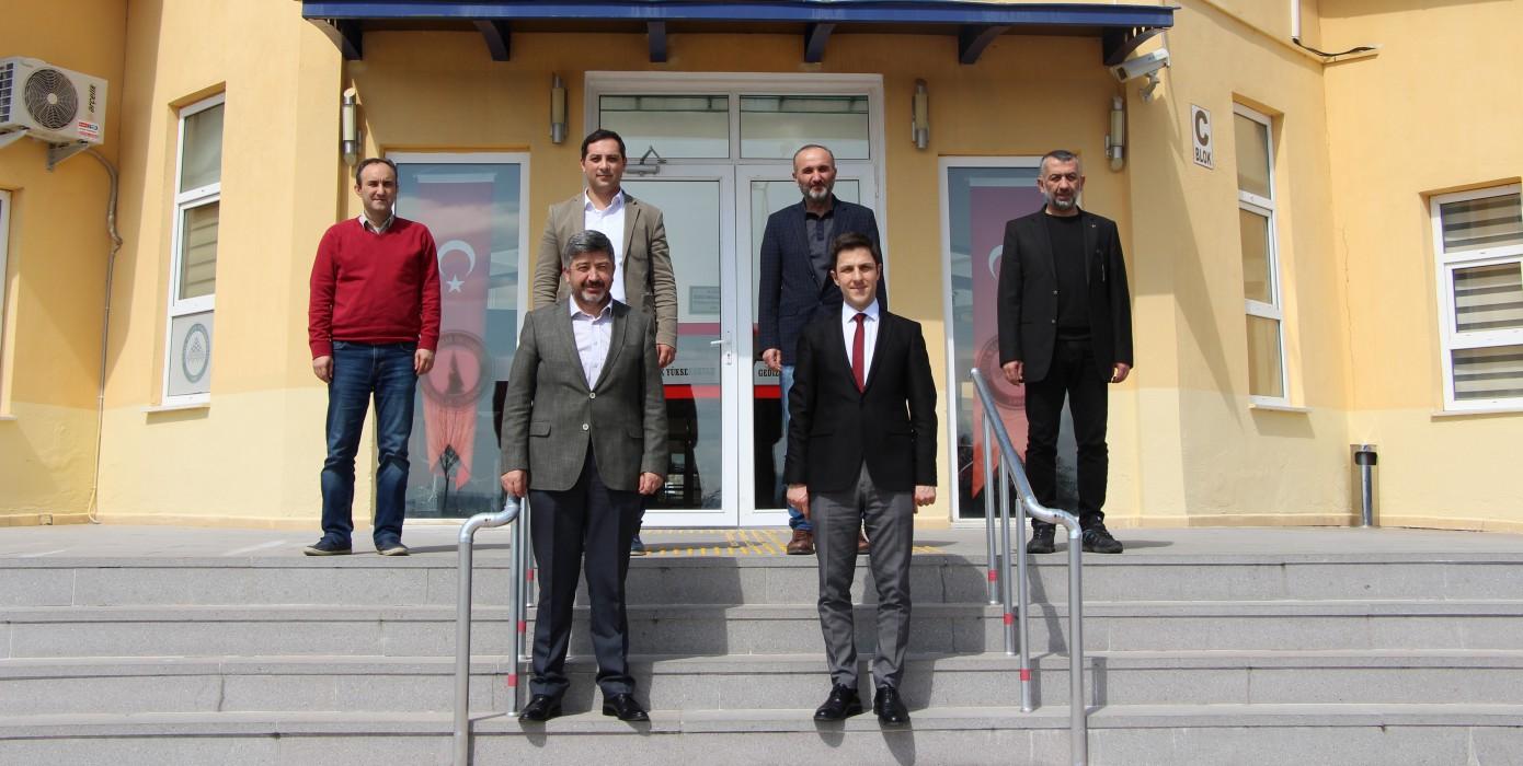 Gediz Belediye Başkanı Muharrem Akçadurak, Gediz MYO Müdürü Dr. Öğr. Üyesi Mustafa Kavasoğlu'nu Makamında Ziyaret Etti.