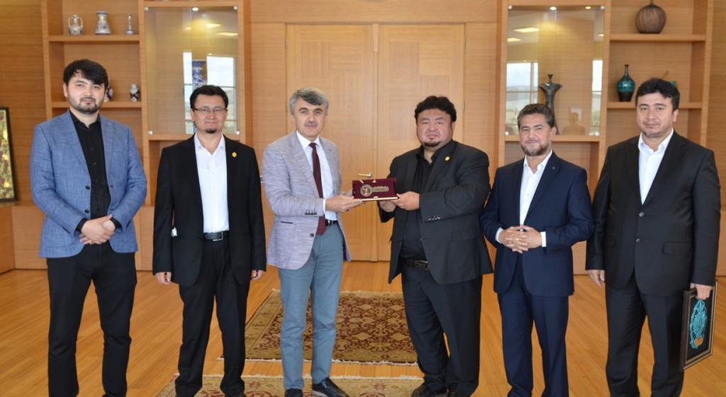 Doğu Türkistan Maarif Cemiyetinden Rektörümüze Ziyaret