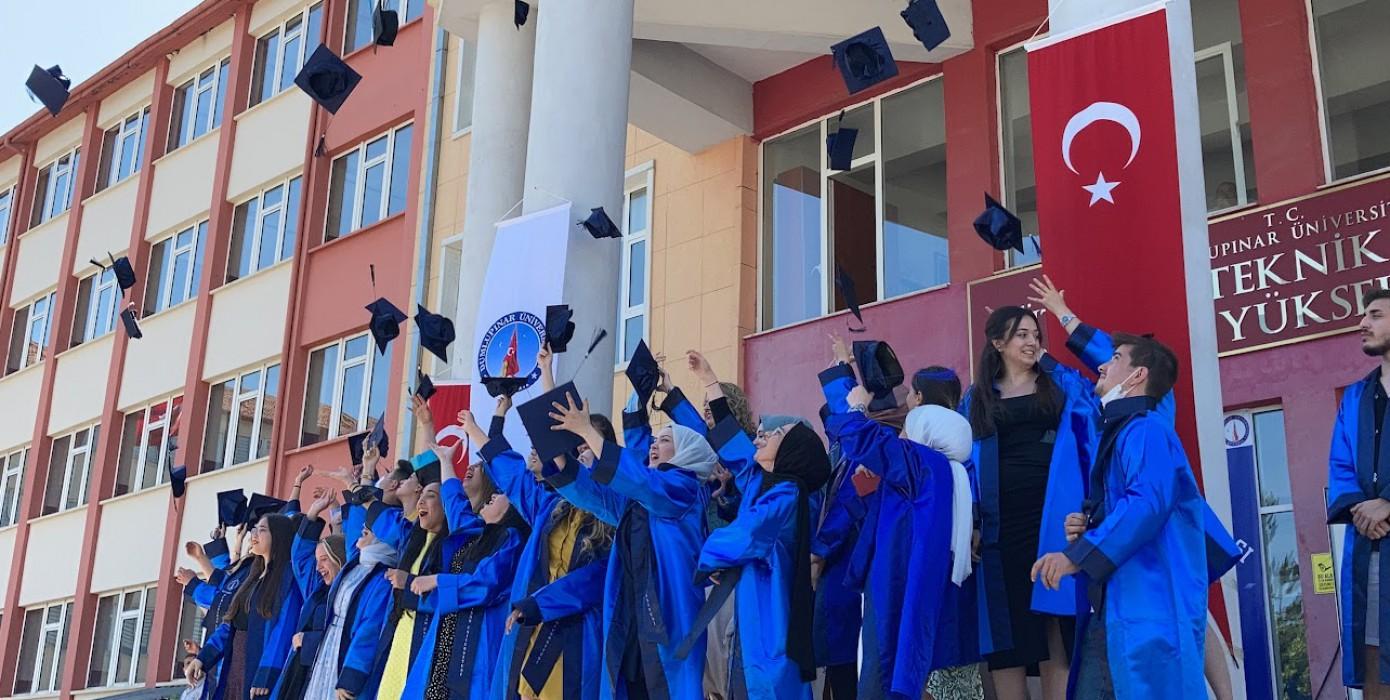 Dpü'nün Üç Meslek Yüksekokulunda Mezuniyet Heyecanı