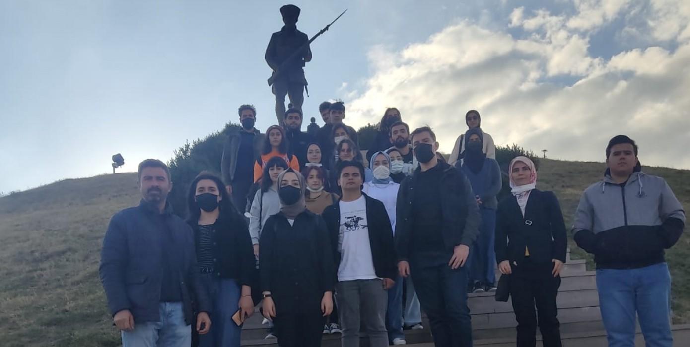 Öğrencilerimizden Dumlupınar Şehitliğine ve Aizanoi Antik Kentine Gezi